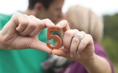 5 лет свадьбы: какая свадьба и что дарят на пятую годовщину