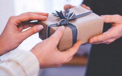 Как выбрать духи и туалетную воду в подарок